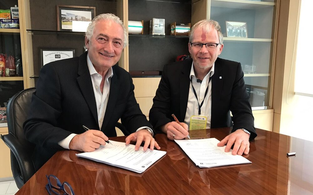 Yamal Zaidan, CEO Oben Holding Group and Brückner Maschinenbau's COO Helmut Huber signing another joint Project