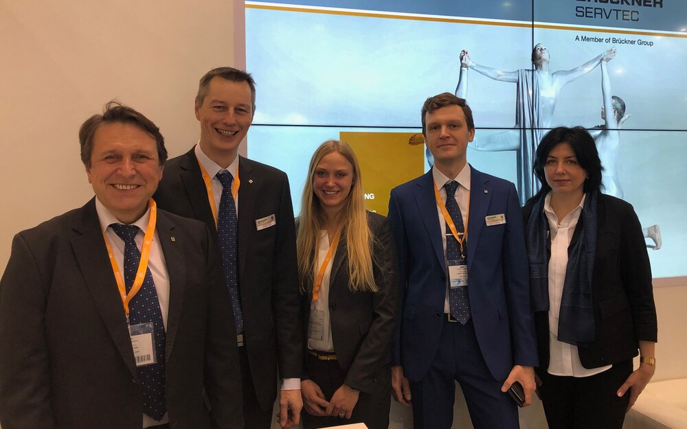Brückner Servtec booth team says thanks to all visitors