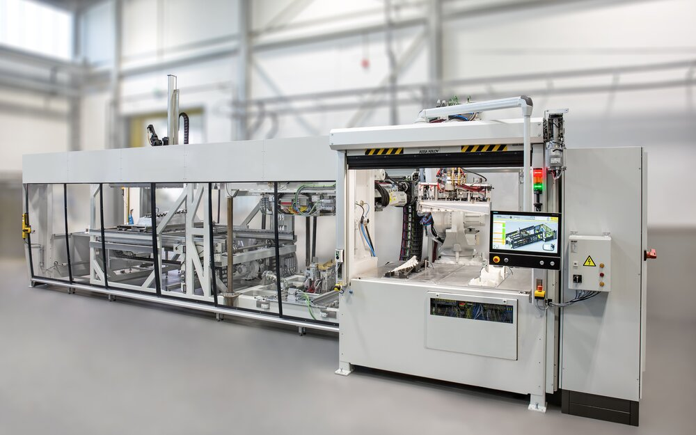 The new highly automated modular Kiefel vacuum lamination system utilizing the TBL process (Tailored-Blank-Laminating).