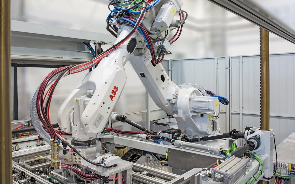 Forming station with robots for lamination process and parts handling of the vacuum lamination system.