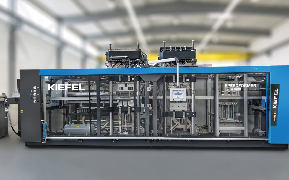 Live demonstration: The SPEEDFORMER KMD 78 Smart from Kiefel offers maximum output and efficiency and is used for the manufacturing of food and non-food plastics packaging using various materials.